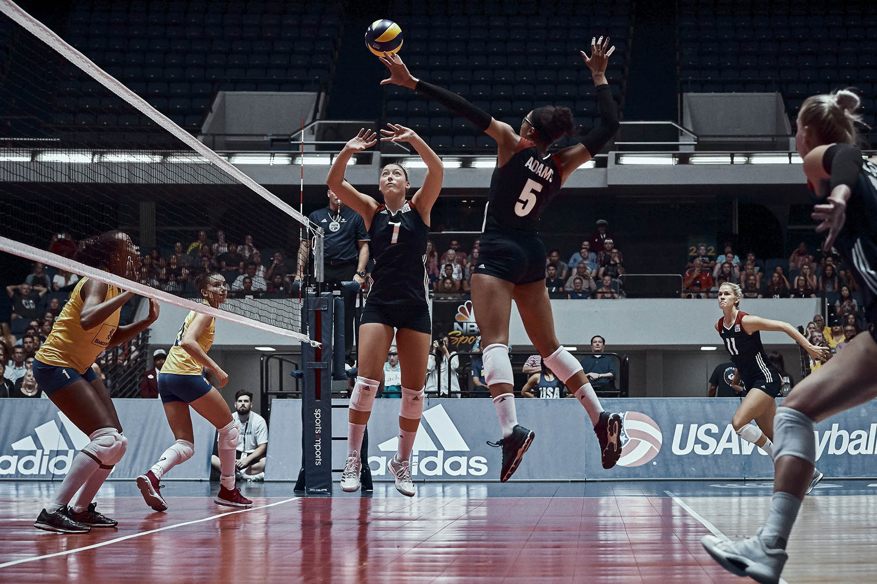 adidas Originals Womens Volley Assault 2w Volleyball Shoes